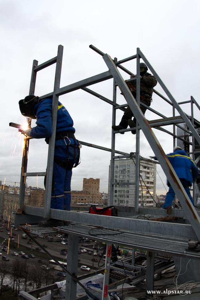 Монтажные металлоконструкции, сварочные работы на крыше жилого здания, альпстар