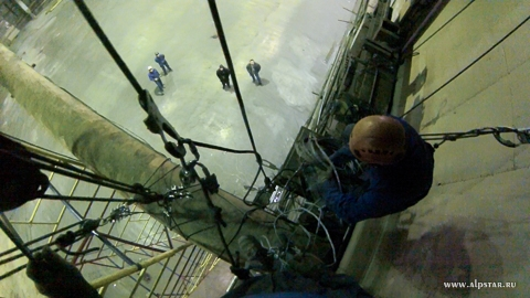 Демонтаж кран балки промышленными альпинистами альпстар
