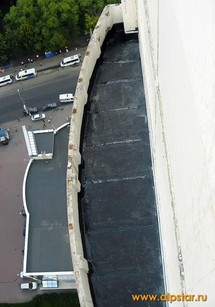 общий вид отремонтированного балкона (лоджия)