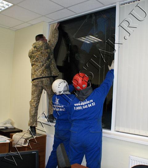Демонтаж стеклопакета на фасаде